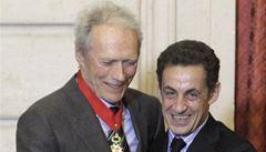Jste pro nás 2. prezident, řekl Sarkozy Eastwoodovi a dal mu řád
