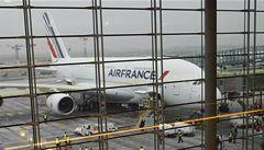 Obří Airbus A380 zahájil novou éru létání. Přes Atlantik přenesl 500 lidí