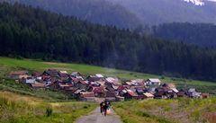 Slovensko začalo testovat Romy z osad na koronavirus, obává se epidemie