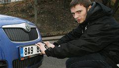 Státní poznávací značky aut mají mít o číslici víc