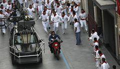 Cruise a Diazová budí rozruch, při natáčení prchají před býky