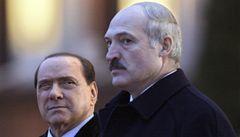 Berlusconi se bratří s diktátorem Lukašenkem