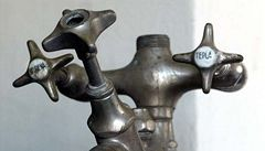Kvůli špatnému měření platí Češi za teplou vodu stovky korun navíc