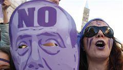 Desítky tisíc Italů demonstrovaly v Římě proti Berlusconimu