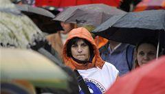 Učitelé protestují proti snižování platů, levice jim slibuje podporu