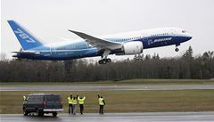 Unikátní 'uhlíkový' Boeing 787 Dreamliner zvládl první let