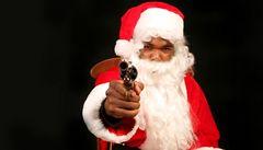 Santa Claus přepadl banku v USA, prý aby mohl zaplatit skřítkům