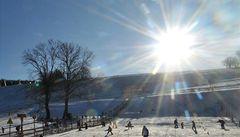 Hory zaplavil rekordní počet lyžařů. Do Krkonoš přijelo 12 000 lidí