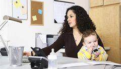 Žen v práci prudce přibývá. Může za to antikoncepce a vzdělání