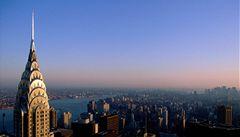 Muž v New Yorku skočil ze střechy mrakodrapu, zázrakem přežil