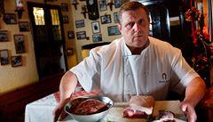 Šéfkuchař Sapík láká na speciality z medvěda. Hosté si připlatí