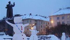 Sovětský maršál ma neobvyklou společnost - skupinu sněhuláků