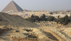 Pyramidy nestavěli otroci. Dokládá to nález starých hrobů