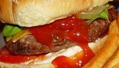 Fast food nabízející infarktové hamburgery se soudí o nápad