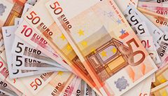 Euro padá, agentura snížila rating Španělska