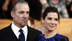 Bullockovou dostihlo 'oscarovské prokletí'.  Řeší nevěru manžela