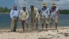 Australští rybáři museli o svůj úlovek bojovat s krokodýlem