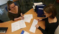 Ženy si na pojistném připlatí, pojišťovny je přestanou zvýhodňovat