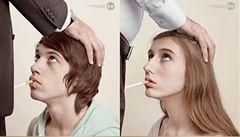 Ve Francii zastavili kontroverzní reklamu spojující kouření cigaret a sex