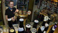 Bavoři zdraží kvůli zákazu kouření pivo, bary budou muset platit dozorce