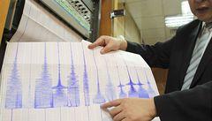 Japonsko zasáhly silné otřesy, úřady varují před tsunami