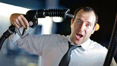 Benzin prolomil hranici 32 korun. O kolik se do léta ještě zdraží?