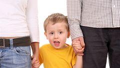 Už dítě máte, další nedostanete, slyšeli manželé usilující o adopci