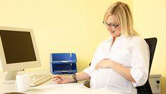 Těhotenství na pracovišti je 'nakažlivé'. Ženy se prý rády inspirují