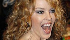 Kylie Minogue se svlékla. Bojuje tak proti rakovině prsu