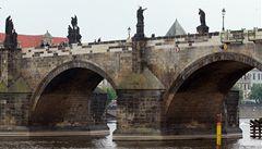 Plzeňský kraj dal Praze pokutu více než tři miliony za Karlův most