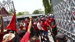 Thajská vláda vyhlásila výjimečný stav. Demonstranti pronikli do parlamentu