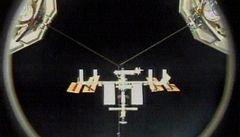 Raketoplán Discovery přistál u Mezinárodní vesmírné stanice