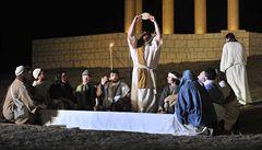 Zelený čtvrtek připomíná poslední večeři Ježíše a symbolicky se myjí nohy