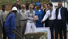 Madonna přijela do Malawi. Dohlédne na stavbu dívčí akademie