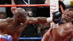 Spása amerického boxu: 'nesmrtelný' Holyfield prahne po titulech Kličků