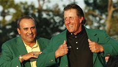 VIDEO: Masters vyhrál Mickelson, Woods skončil při návratu čtvrtý