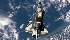 NASA kvůli dešti odložila přistání raketoplánu Discovery na úterý