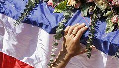 Bangkokem prošli lidé s rakvemi, premiérova strana možná bude zrušena