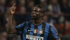 VIDEO: Balotelliho opět fanoušci rasisticky uráželi a napadli. Čeká ho trest