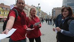 Červené úterý aneb odpůrci ČSSD vyrazili do ulic v červeném