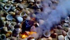 Záhada v Izraeli: spadlo to z nebe, nejde o meteorit a stále to hoří