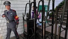 Útočník v Číně zranil pět dětí a upálil se. Podobné případy se množí