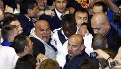 VIDEO: Balotelli na houpačce. Vztek a urážky střídají slzy štěstí