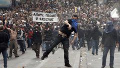 'Svrhněme buržoazní třídu, Evropané povstaňte,' vyzývá řecký stalinista