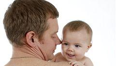 Starší otcové dětem předávají víc genetických změn než mladší