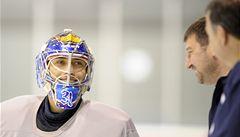 Brankář Pavelec zkolaboval při utkání NHL, nyní je už při vědomí