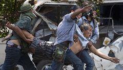 Bangok se mění ve válečnou zónu. Ambasády zrazují turisty od cest