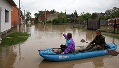 K evakuaci z Troubek vyzývali smskou, tisíc lidí v obci zůstalo