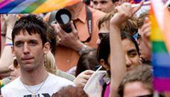 Klausův přehmat? I české ambasády podpořily pochody homosexuálů