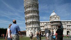 Věž v Pise se naklání, ale nepadá. Vydržet má dalších 300 let